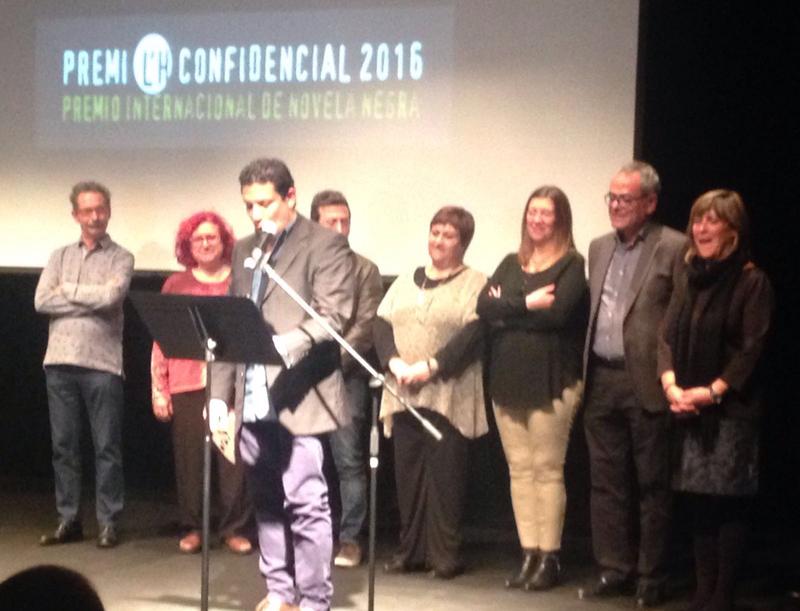 Vladimir Hernndez agradece el premio LH Confidencial por Indmito